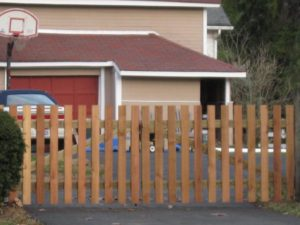 Flat topped picket fence